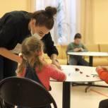 Единороссы Сергиева Посада провели занятие по пластилинографии в рамках Международного дня инвалидов