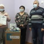 Волонтеры передали бойлер и защитные маски в инфекционное отделение районной больницы