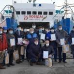 Олег Кожемяко наградил экипаж парома «Босфор Восточный»