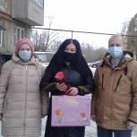 Депутат поздравил ветерана с юбилеем и передал воспитанникам интерната новогодние подарки