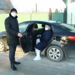 В Заводоуковске депутаты-единороссы представили свои автомобили медикам