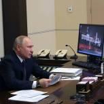 Владимир Путин поручил ввести двойные доплаты медикам за работу в «красной зоне» в новогодние праздники