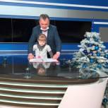 Акция «Ёлка желаний»: депутат Дмитрий Петров исполнил мечту шестилетней Вероники