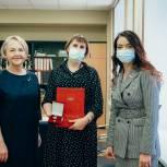 Ольга Швецова наградила тюменских учителей