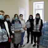«Молодая Гвардия» обеспечила еще две подмосковные больницы бутилированной питьевой водой
