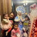Новогоднюю сказку подарил детям Александр Вахов