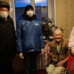 В канун Нового года единороссы приходят в гости к ветеранам