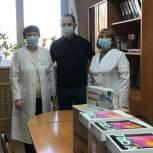 Депутат передал врачам скорой помощи планшеты и средства индивидуальной защиты