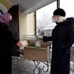 Депутат Наталия Груколенко передала детям сладкие новогодние подарки