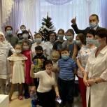 Депутат Сергей Керселян поздравил с Новым годом ребят в детской больнице