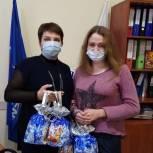 Татьяна Кузнецова передала новогодние подарки детям Заводского района