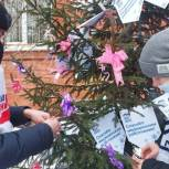 Елки в ковид-госпиталях, подарки семьям медиков и ветеранам — добровольцы организуют праздник для тех, кому нужна поддержка