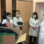 Оренбургским медикам передали новую спецодежду