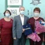 Андрей Корнеев вручил Почетную грамоту облдумы коллективу марксовской школы