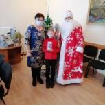 Волонтеры Саткинского района помогают медикам и организуют новогодние поздравления