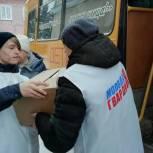 Молодогвардейцы помогли доставить подарки школьникам Киселевска