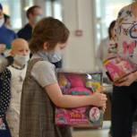+10000 к храбрости: Юные пациенты НМИЦ им. Н. Н. Блохина в День борьбы с детской онкологией получили тысячи подарков от москвичей