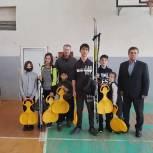 Рязанские сторонники передали детям спортивный инвентарь