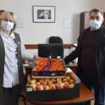 Супруги-волонтеры привезли фрукты пациентам сасовского ковид-центра