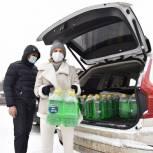 400 литров «незамерзайки» передали волонтеры водителям химкинской больницы