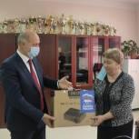 Депутат от «Единой России» приобрел для школы проектор