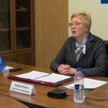 Светлана Виденеева проконсультировала жителей Североморска о мерах соцподдержки