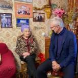 Вячеслав Фетисов побывал в гостях у жительницы Подольска - участницы Сталинградской битвы Марии Рохлиной