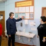 Окружной депутат Николай Урютин с проверкой побывал в луховицкой гимназии № 10