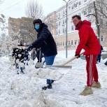 Снегопад: Единороссы Москвы вышли на  помощь городским службам