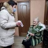 Ветераны из Саратова и районов области получают поздравления и подарки перед Днём защитника Отечества