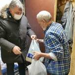 Олег Жолобов оказал адресную помощь домодедовским жителям с инвалидностью