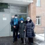 Чучковский депутат-единоросс отвез ветерана на прививку