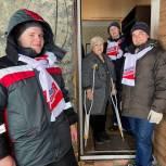 Кузбасские молодогвардейцы помогли пенсионерке справиться со снегом