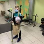 Юный биатлонист получил спортивный инвентарь в подарок от «Единой России»