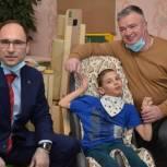 Нижегородские депутаты подарили беговую дорожку ребенку с ОВЗ