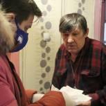 Депутат-единоросс помог доставить продукты пожилым томичам