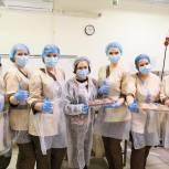 Ирина Роднина и Дмитрий Волошин посетили в Химках шоколадную фабрику