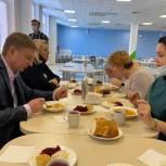 Владимир Жук проверил организацию горячего питания в школах Ленинского городского округа