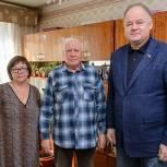Вадим Супиков поздравил ветерана Великой Отечественной войны с наступающим праздником