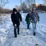 Пензенская молодежь помогает городским службам в борьбе с гололедом