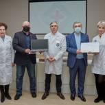 Единороссы подарили мытищинским врачам компьютеры для работы в мобильных центрах вакцинации