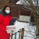 Добровольцы привозят книги и периодику пожилым читателям