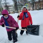 Серпуховские партийцы помогают ликвидировать последствия снегопада