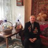Депутат Госдумы Юрий Левицкий поздравил ветерана ВОВ с Днем защитника Отечества