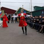 Единороссы Дербентского района поздравили работников местной полиции