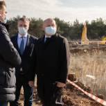 Михаил Развожаев проверил ход подготовки к строительству больницы скорой помощи