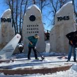 Единороссы провели мемориально-патронатную акцию в поселении Десеновское