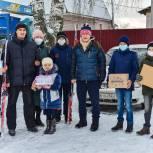 Дети из многодетных семей получили зимний спортинвентарь