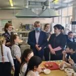 Владимир Шапкин проверил организацию горячего питания для учащихся школы № 24 в Балашихе