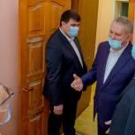 Оренбургские парламентарии подарили телевизоры городской больнице